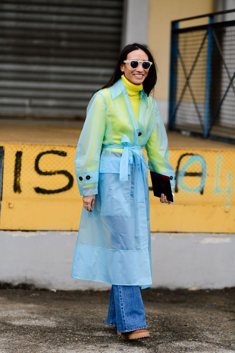 Streestyle tại Milan FW: Thời trang đơn sắc lên ngôi, váy áo kẻ sọc tiếp tục oanh tạc