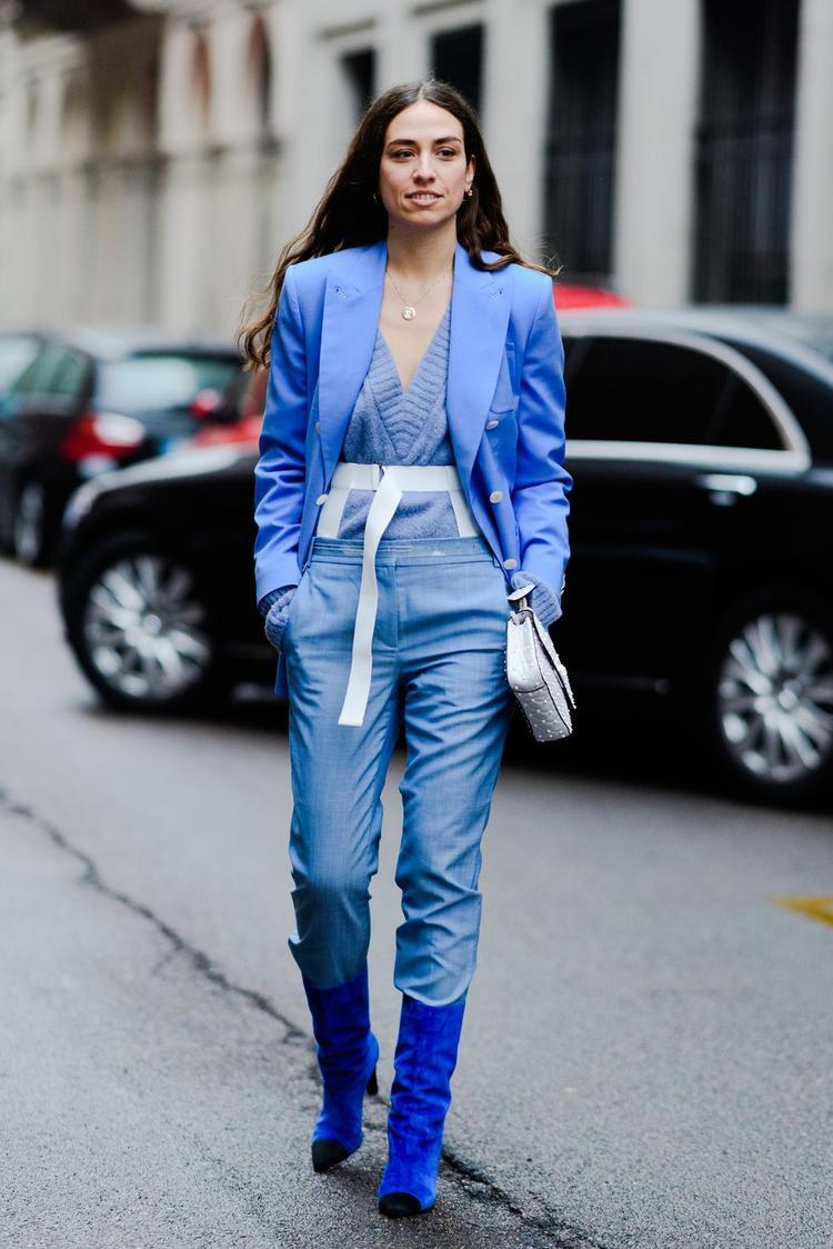Không hẹn nhưng lại gặp nhau trên đường phố Milan, các tín đồ thời trang diện những trang phục một màu từ áo, quần, giày,… tạo nên một xu hướng thời trang mới trong khuôn khổ tuần lễ thời trang này.