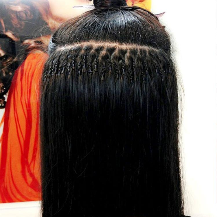 Đây là cách nối phổ biến nhất hiện nay, tóc thật và tóc nối sẽ được cột với nhau bằng dây đàn hồi fiberglass, nếu không thích, có thể tháo ra ngay tại nhà.