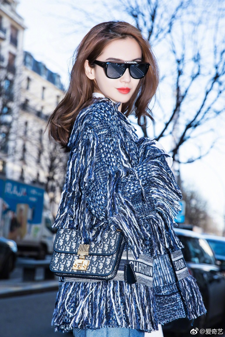 Có lẽ vì đến Pháp để tham dự tuần lễ thời trang nên Angela Baby luôn chỉn chu hết mức có thể cho hình ảnh lần này của mình.