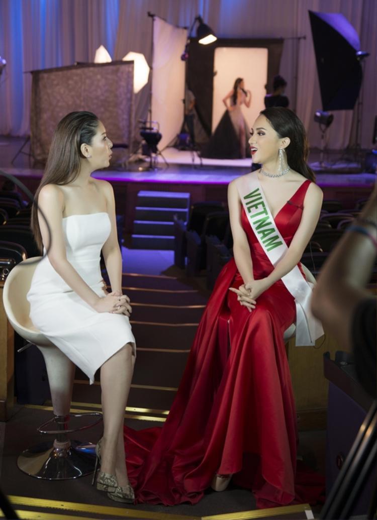 Ngôi sao Thái Lan bị thuyết phục hoàn toàn trước khiếu ăn nói của đại diện Việt Nam.