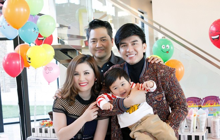 Đan Trường cùng bà xã tổ chức sinh nhật 1 tuổi cho con trai tại biệt thự triệu đô