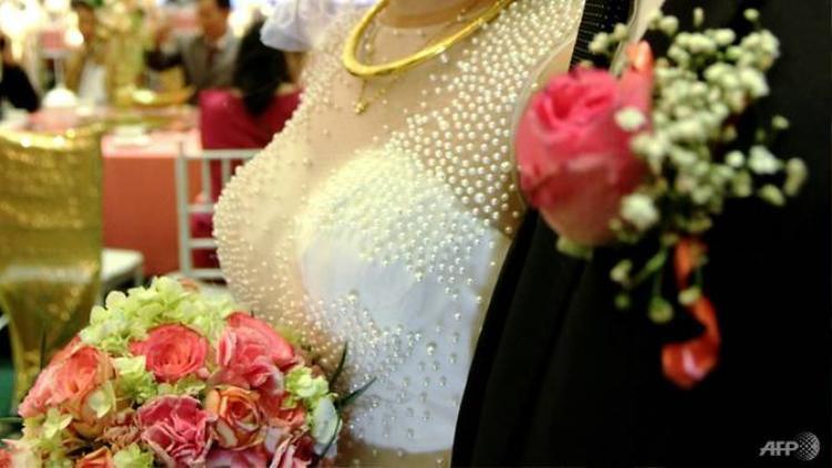 Nhiều người trẻ chọn đám cưới giả để giải quyết những vấn đề đau đầu trong cuộc sống khi đến tuổi kết hôn. Ảnh: AFP