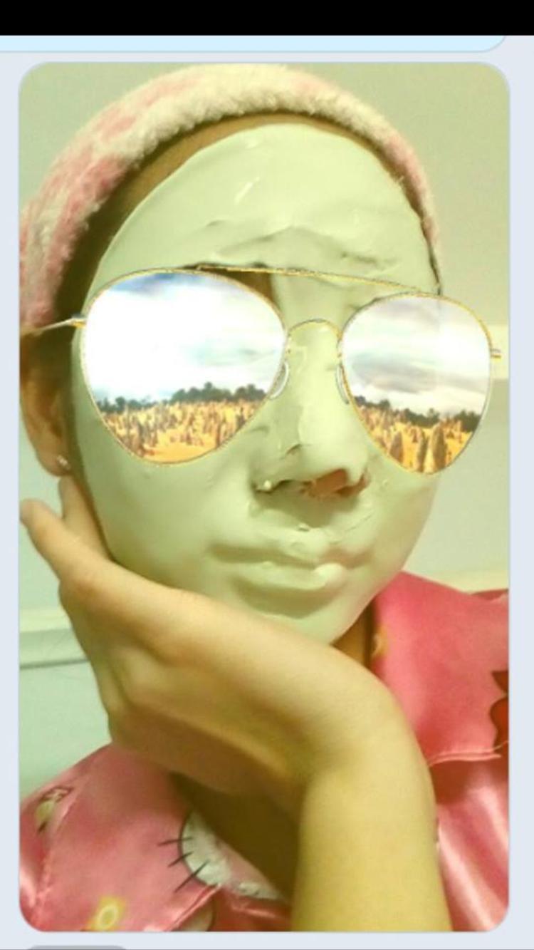 Đắp mặt nạ dù như thế nào cũng vẫn phải giữ thần thái. Ảnh: Thao.