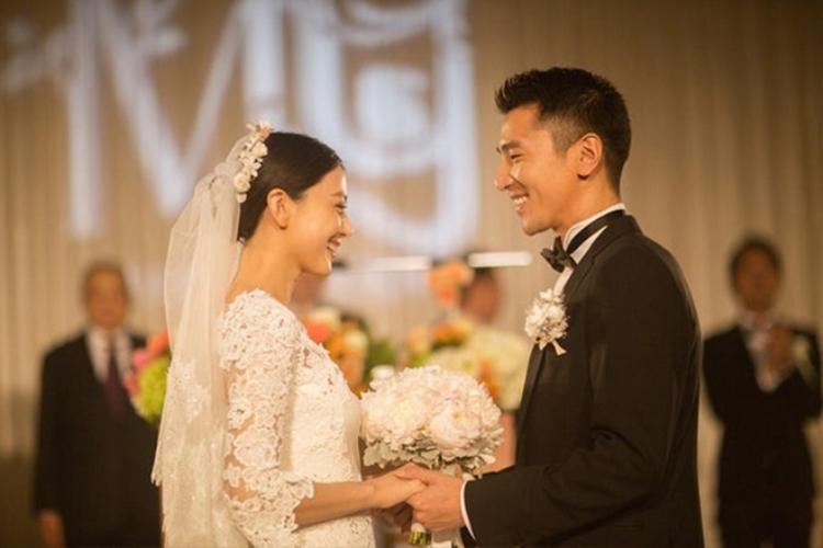 """Tuy chuyện tình trong phim kết thúc trong đau khổ nhưng cả hai đã """"đền bù"""" cho người hâm mộ bằng một hôn lễ ngập tràn hạnh phúc ngoài đời thực vào năm 2014."""