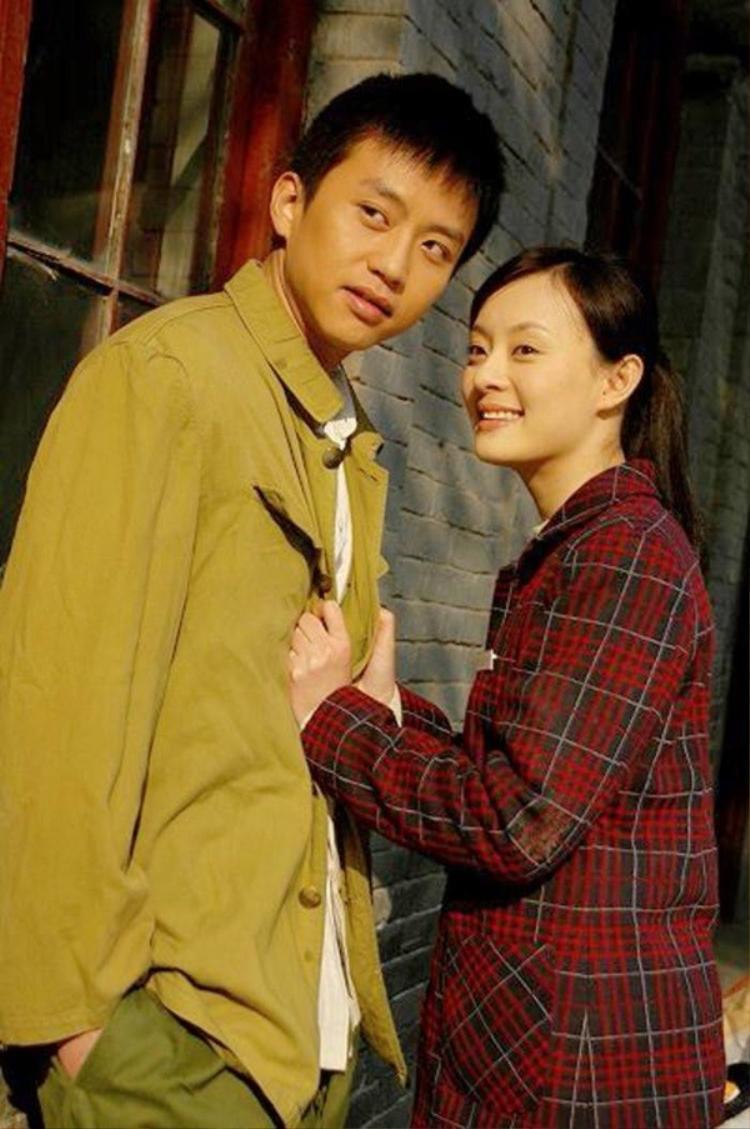 Đặng Siêu bắt đầu theo đuổi Tôn Lệ khi cả hai cùng tham gia Hạnh phúc tựa như hoa, nhưng mãi đến phim Mật ngọt, anh mới chinh phục được trái tim của mỹ nhân.