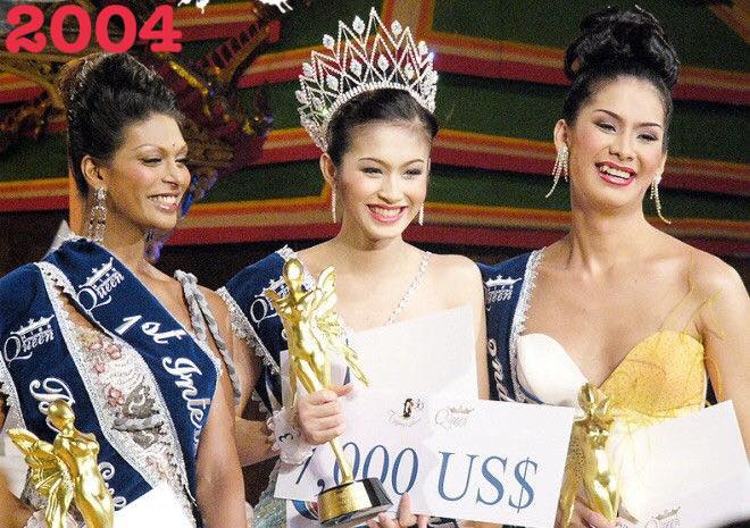 Không thể phủ nhận qua 12 mùa tổ chức, Nong Poy vẫn là người đẹp chuyển giới để lại nhiều ấn tượng tại Miss International Queen. Cô nàng tên thật là Treechada Petcharat, đăng quang năm 2004.