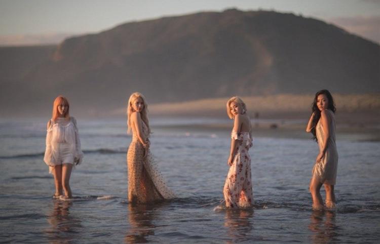4 cô gái tài năng Mamamoo ghi tên mình vào chặng đua tháng này với ca khúc Starry Night trong mini album Yellow Flower phát hành 7/3. Nhà RBW đã mạnh tay đầu tư khi MV lần này của nhóm quay tại New Zealand, gây chú ý hơn là hình ảnh teaser của các cô nàng đều được chụp bằng iPhone X.