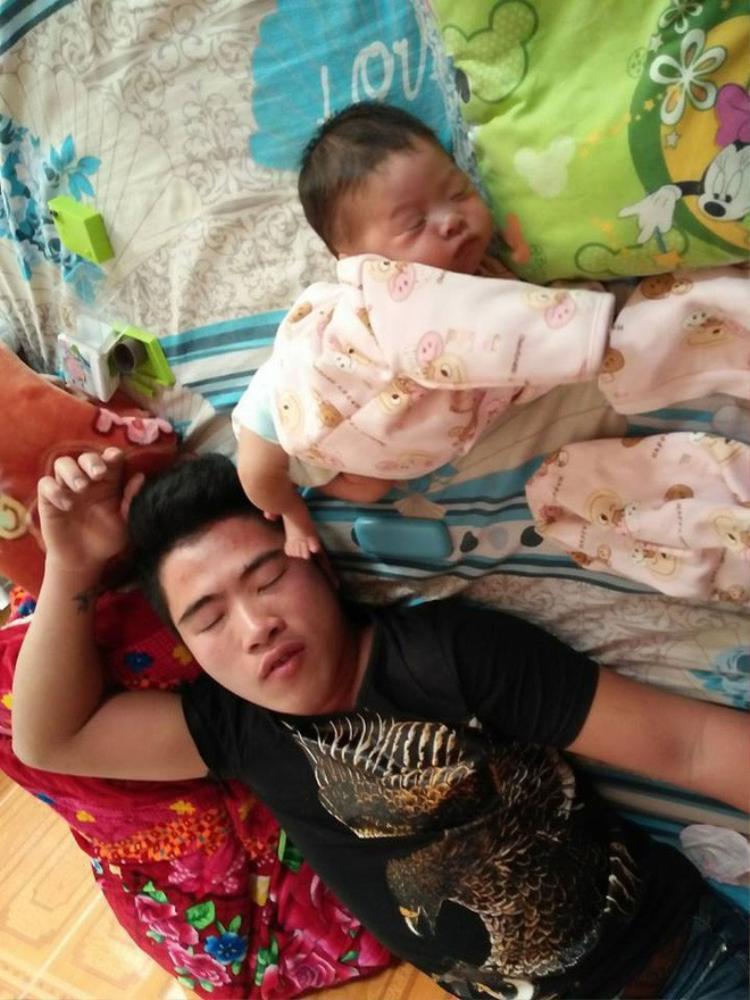 Khi đã ngủ, cả 2 đều không quan tâm đến thế sự, cứ mạnh ai nấy ngủ thôi.