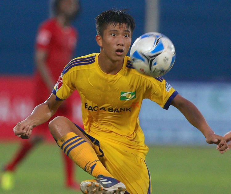 Phan Văn Đức ghi bàn mở tỷ số cho SLNA.