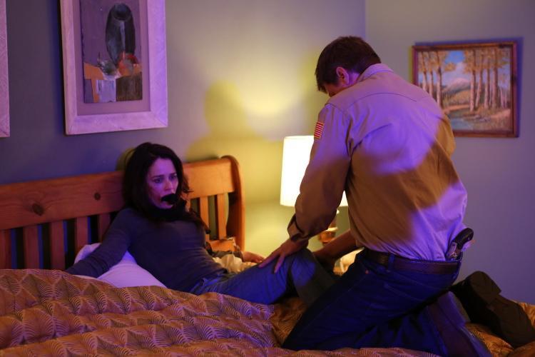 Bí ẩn sau tấm gương: Vạch trần nạn quay lén cặp đôi yêu nhau trong khách sạn