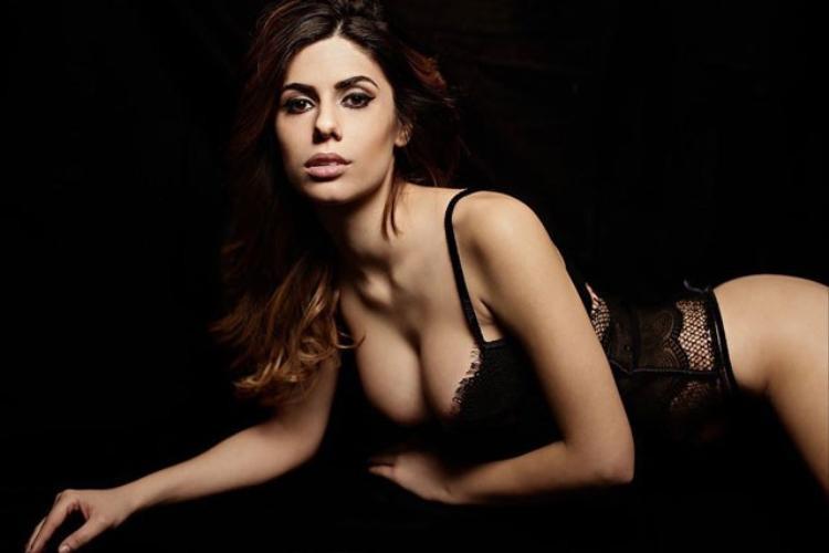Ngắm thân hình hoàn hảo đến từng centimet của siêu mẫu Playboy cuồng Inter