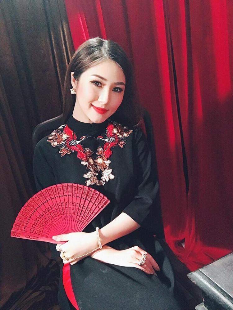 Hương Tràm tiếp tục nối dài chuỗi hit trong sự nghiệp với Cánh hoa tàn.