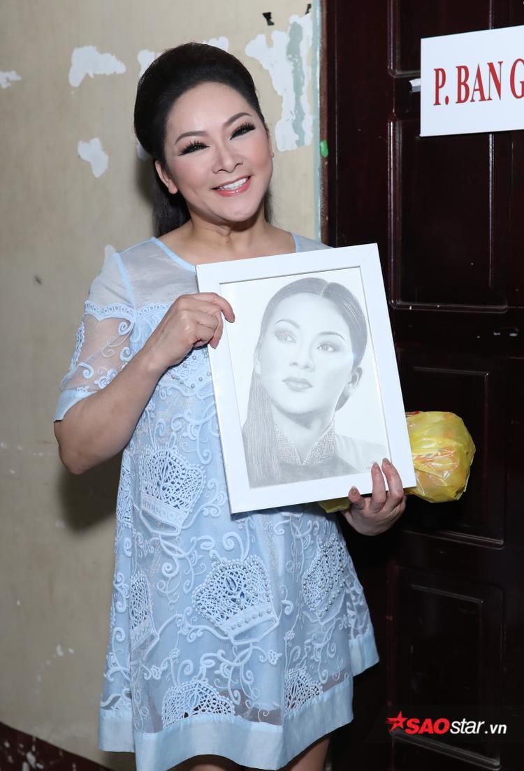 Bức hoạ chân dung do chính tay fan vẽ tặng nữ HLV.