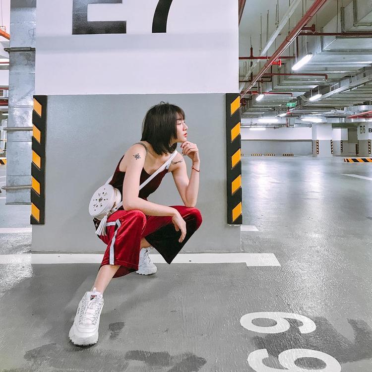 Street style của Kim Nhã BB&BG ngày càng chất và cá tính hơn. Dù đã đổ vỡ hôn nhân một lần, nhưng cô nàng vẫn còn khá yêu đời và trẻ trung.