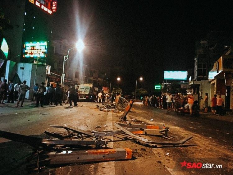 Hiện trường vụ tai nạn kinh hoàng giữa xe ben với gần 10 chiếc xe máy tại Phan Văn Trị (P.7, Q. Gò Vấp, TP.HCM).