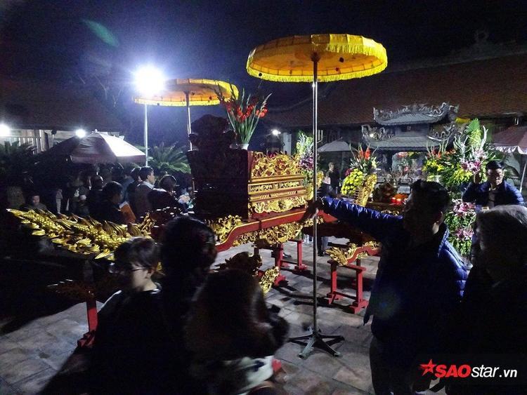 Theo BTC khu vực đền Trần, năm nay, lượng người đến xin ấn giảm nhiều so với mọi năm nên cảnh tượng chen lấn, xô đẩy không còn tái diễn.