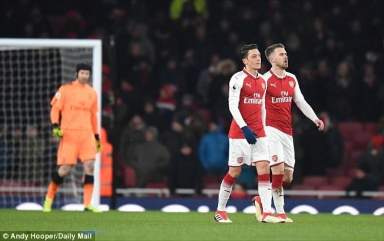 Arsenal thua muối mặt 0-3 trước Man City hai trận liên tiếp chỉ trong vài ngày.
