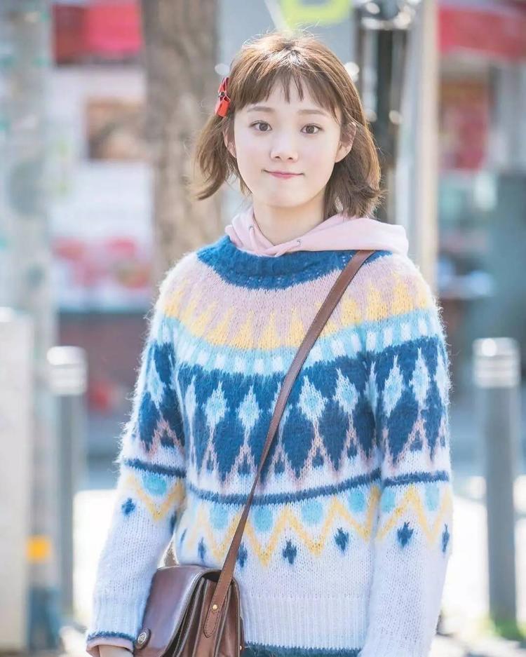 Cùng góp mặt trong phim là nữ diễn viên Lee Sung Kyung.