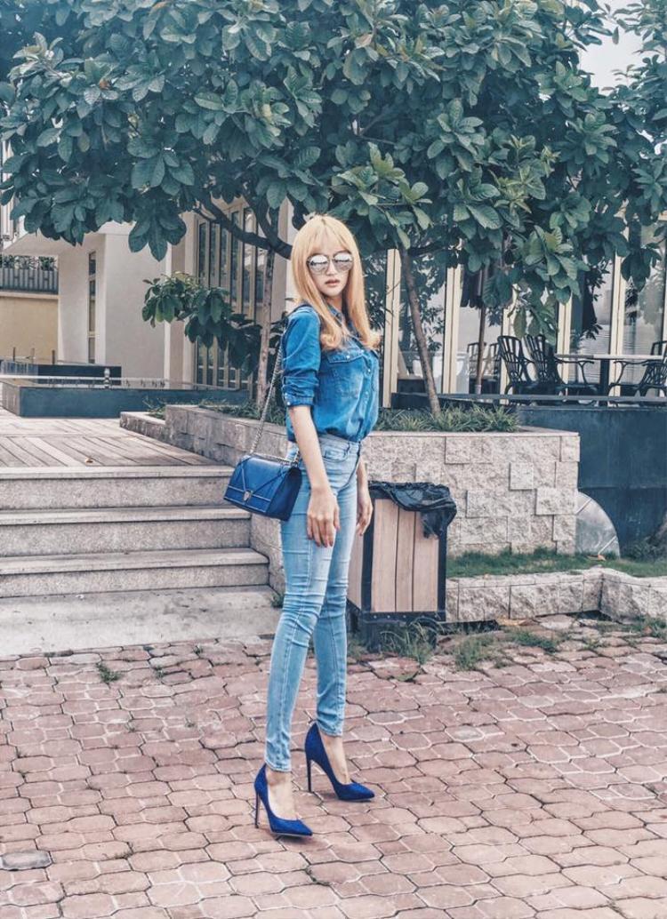 Thêm một chiếc túi Dior được Hương Giang bổ sung vào bộ sưu tập túi xách đắt đỏ của mình.