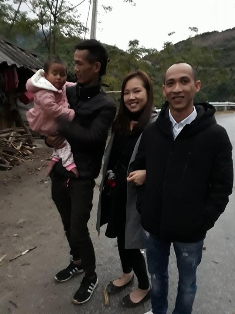 Vợ chồng chị Jerry Phương từ TP. HCM ra Thanh Hóa để nhận nuôi bé Pàng cách đây hơn hai tháng trước.
