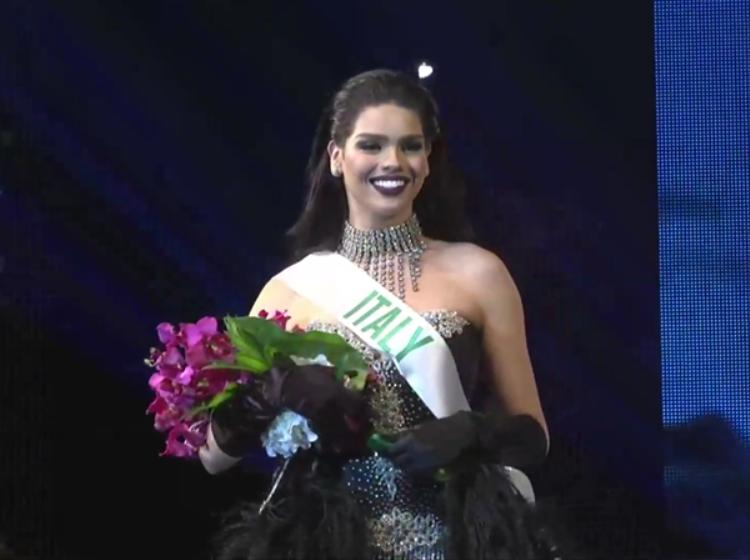 Người đẹp Ý giành giải ba.