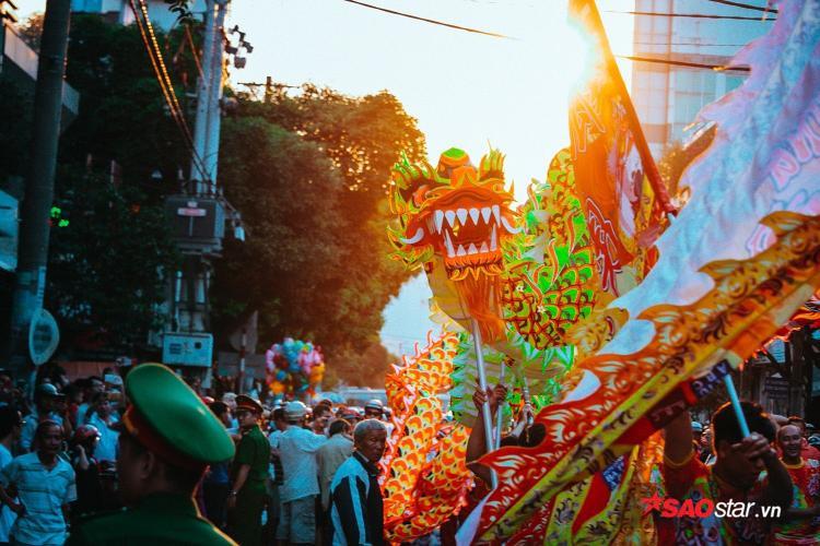 Lễ diễu hành từ đường Hải Thượng Lãn Ông qua các tuyến phố Châu Văn Liêm - Lão Tử - Lương Nhữ Học - Nguyễn Trãi - Trần Xuân Hòa (Q.5), dài 3 km.