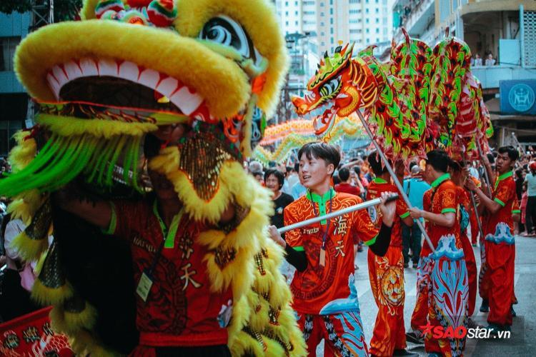 Lễ hội năm nay thu hút hơn chục đoàn lân sư tên tuổi tham gia.