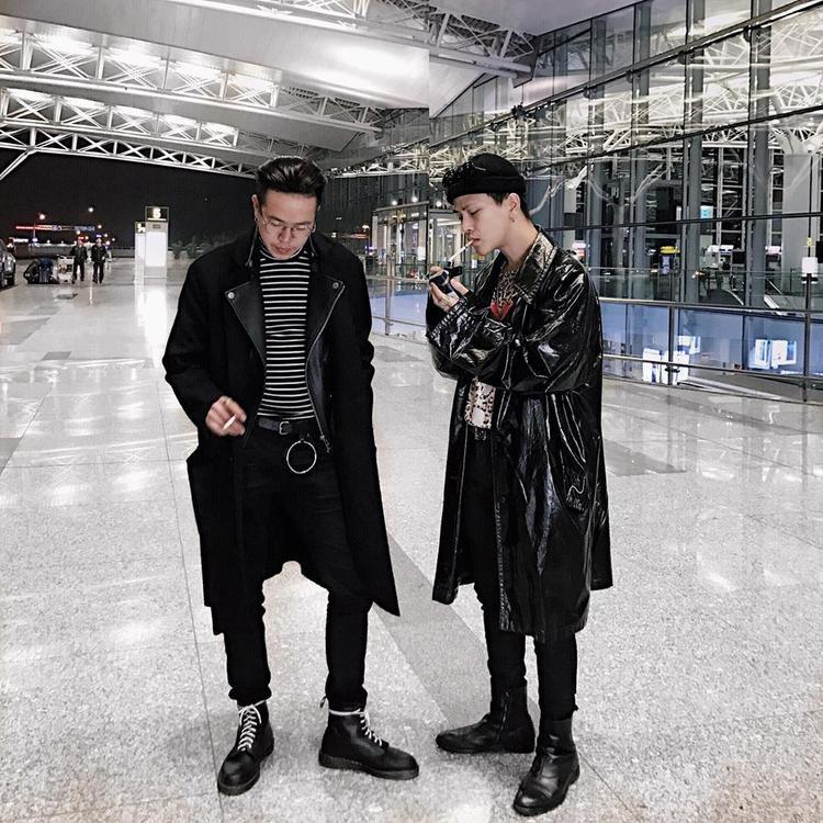 Minh Thái chụp hình chung với Decao