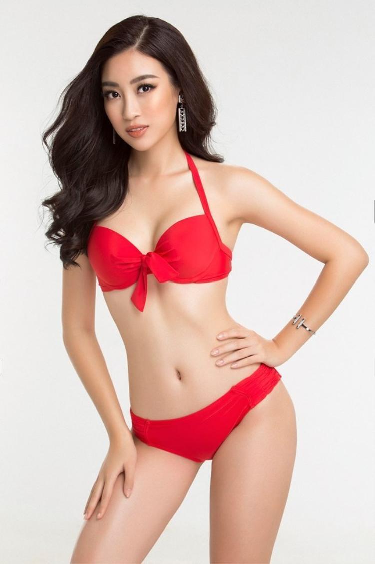 Dàn mỹ nhân Vbiz nổi bật hơn bội phần nhờ diện quần lót ren đỏ