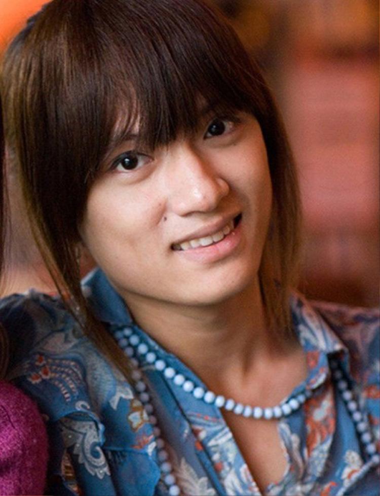 Nhìn tấm ảnh này của Hương Giang có lẽ nhiều người đã ngỡ đây là một cô gái, mặc dù thời điểm này ca sĩ vẫn chưa phẫu thuật chuyển giới.