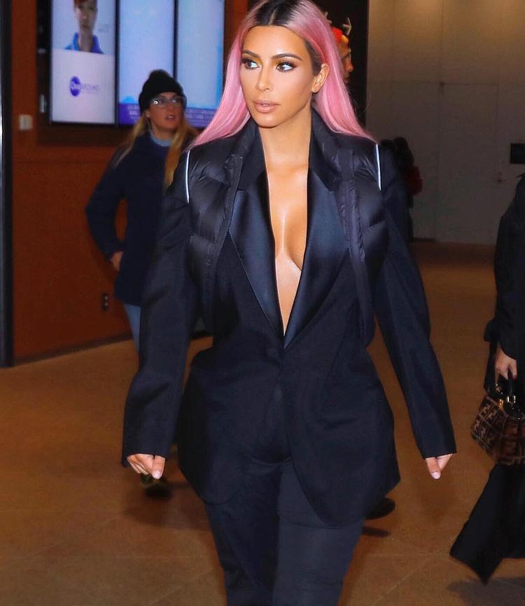 Kim xuất hiện nổi bật với cách trang điểm tự nhiên.