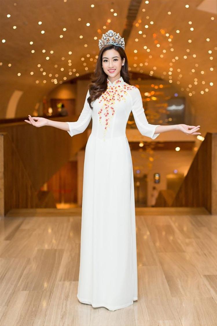 Hoa hậu từng chia sẻ cô rất yêu áo dài và muốn lan tỏa tình yêu cũng như ý thức giữ gìn nét đẹp truyền thống của dân tộc đến với tất cả mọi người, đặc biệt là các bạn trẻ.