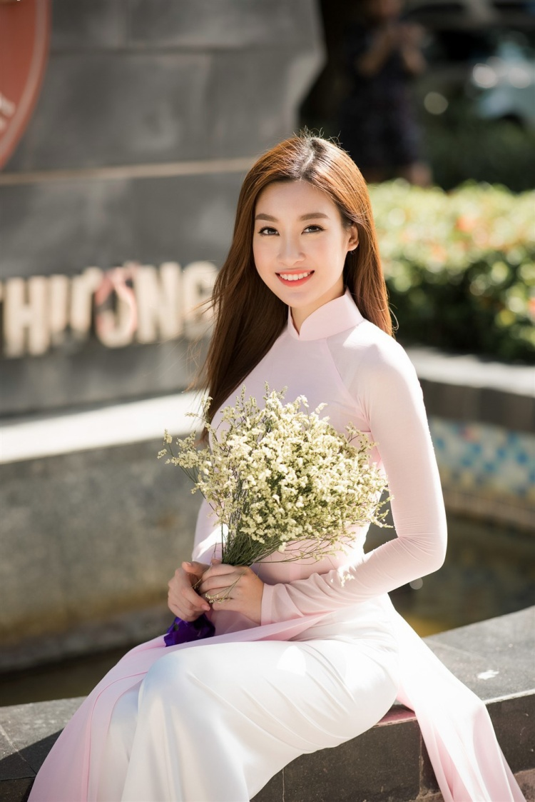 Hai năm liên tiếp Đỗ Mỹ Linh làm đại sứ hình ảnh cho Lễ hội áo dài. Quả thực không thể phủ nhận nét đẹp của cô trong tà áo dài!