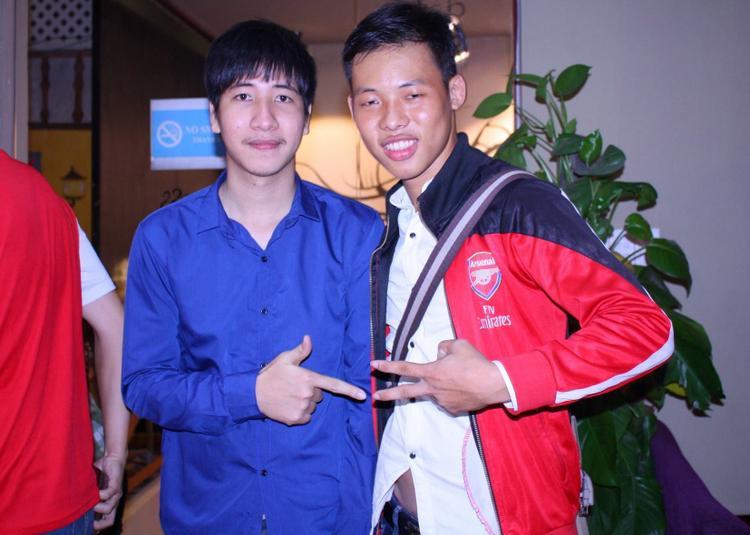 Fan trung thành của Arsenal - Lê Trần Quốc Hiếu (phải).