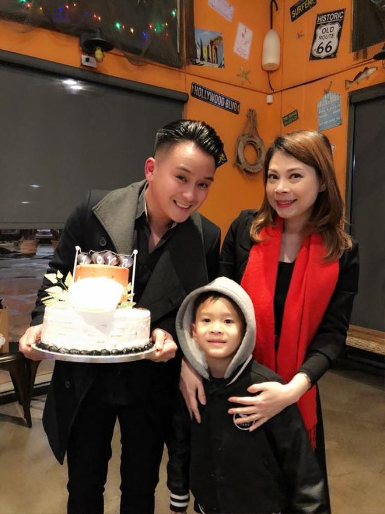 Thanh Thảo hạnh phúc đón sinh nhật sớm bên cạnh bạn bè và con nuôi Jacky Minh Trí.