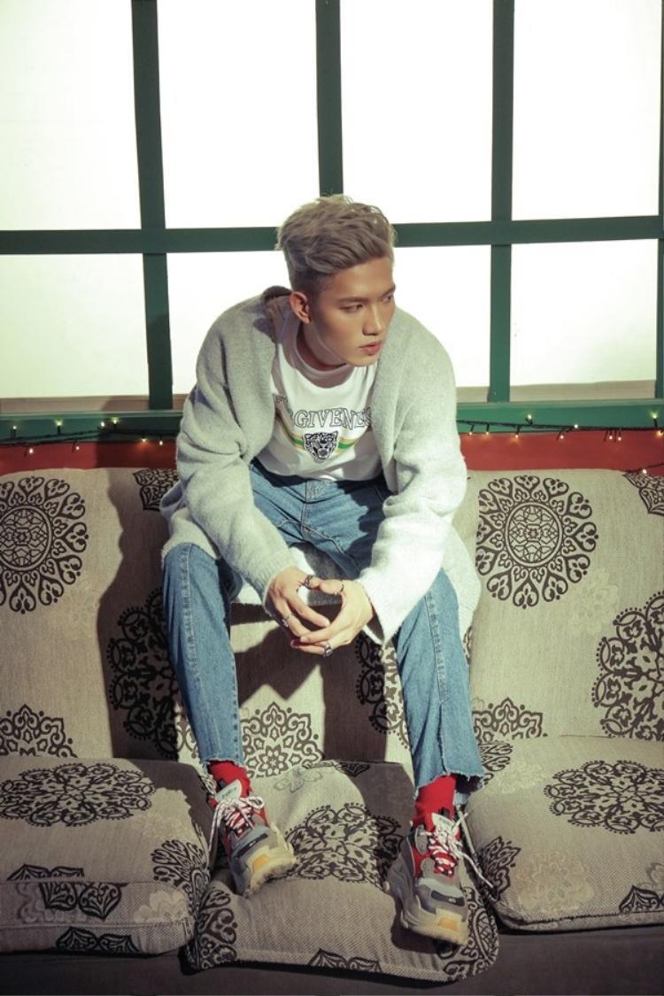 MV của ca khúc này cũng đã được Anh Tú hoàn thành một cách chu đáo và sẽ được giới thiệu đến khán giả trong vài ngày tới.