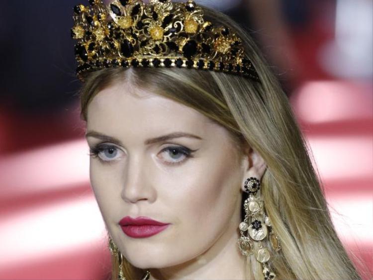 Người đẹp 27 tuổi này là con gái lớn của Earl Charles Spencer - em trai Công nương Diana và người mẫu Victoria Lockwood. Kitty có tình yêu đặc biệt với thời trang giống như người bác quá cố của mình.