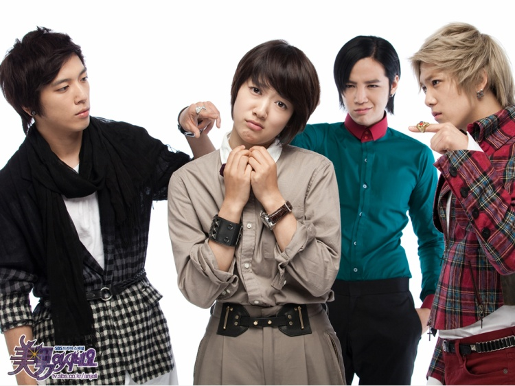 """""""Thủ lĩnh"""" CNBlue gây ấn tượng lớn với vai diễn trong phim You're beautiful. Bộ phim này có sự góp mặt của Park Shin Hye, Jang Geun Suk và nam ca sĩ Lee Hong Ki."""