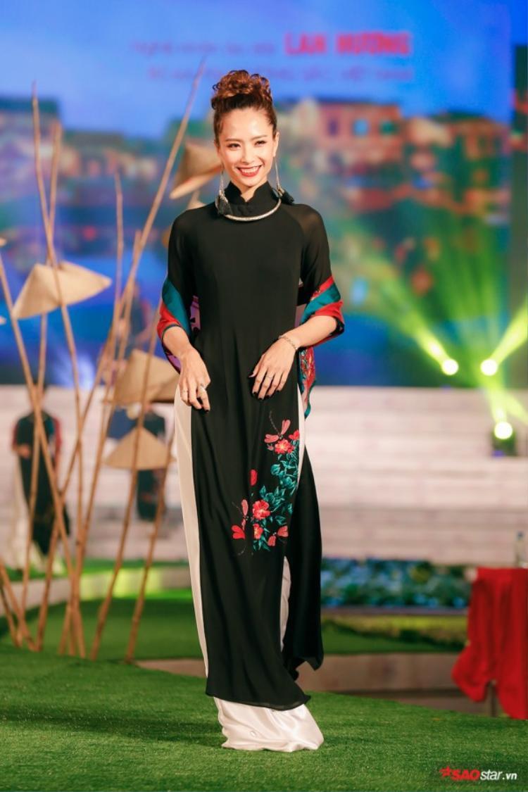 Mãn nhãn với những tà áo dài lộng lẫy bậc nhất tại Lễ hội áo dài TP.HCM