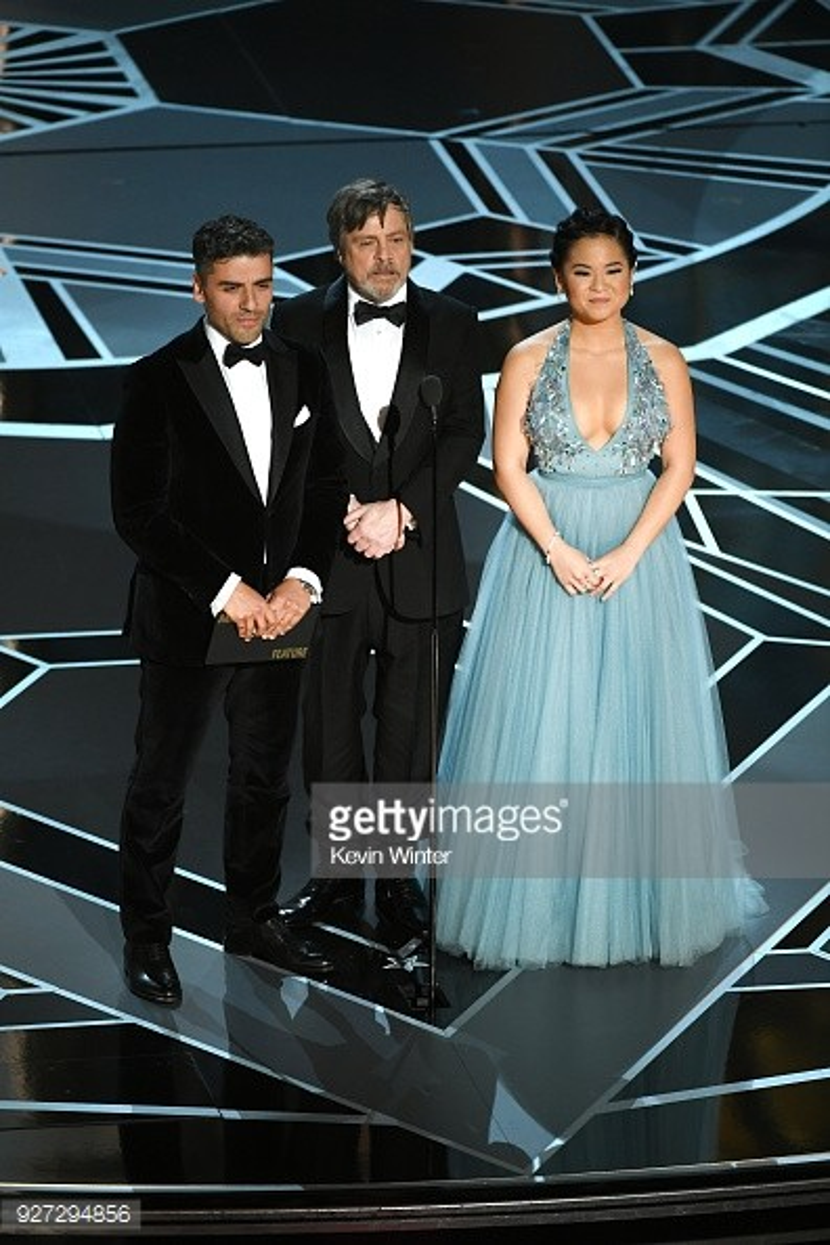 """Mark Hamill, Oscar Isaac và ngôi sao """"Star Wars: The Last Jedi"""" - Kelly Marie Tran đã công bố giải thưởng này."""