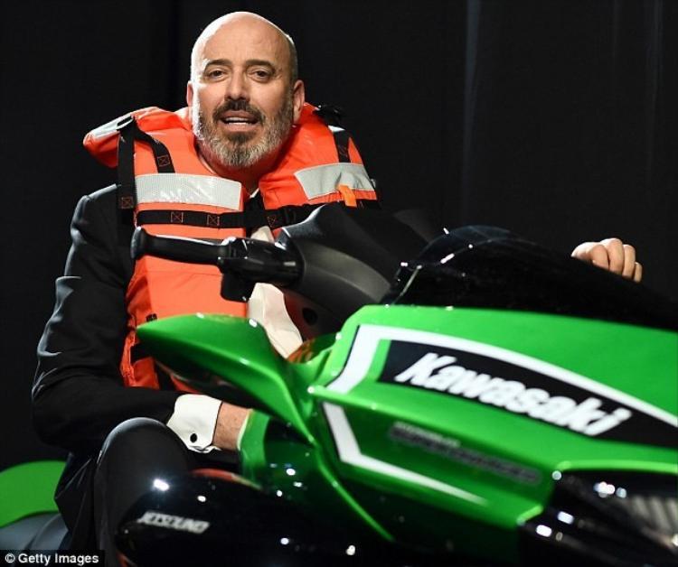 Nói là làm, Oscar 2018 đã tặng chiếc môtô nước 400 triệu đồng cho người phát biểu ngắn nhất