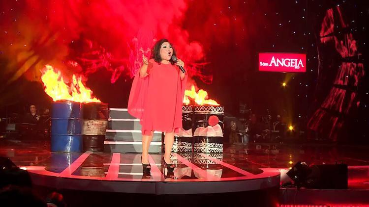 """Siu Black máu lửa với ca khúc """"Ly cà phê Ban Mê"""" trong một chương trình biểu diễn."""