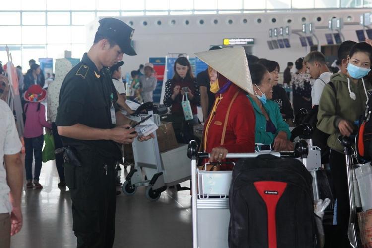 Sân bay Vinh được thắt chặt sau vụ việc