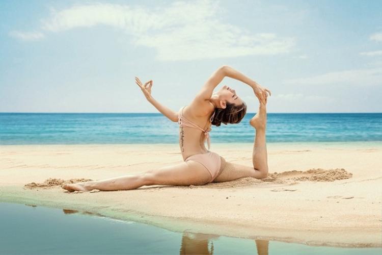 """""""Tôi rất thích yoga. Mỗi lần tập xong, tôi thấy cơ thể thư thái, nhẹ nhàng, bao nhiêu mệt mỏi, lo âu cũng phần nào vơi bớt"""", Phương Trinh tâm sự."""