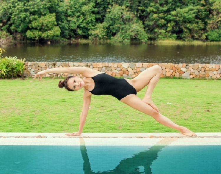 Hiện tại, yoga là một phần không thể thiếu trong cuộc sống của cô.