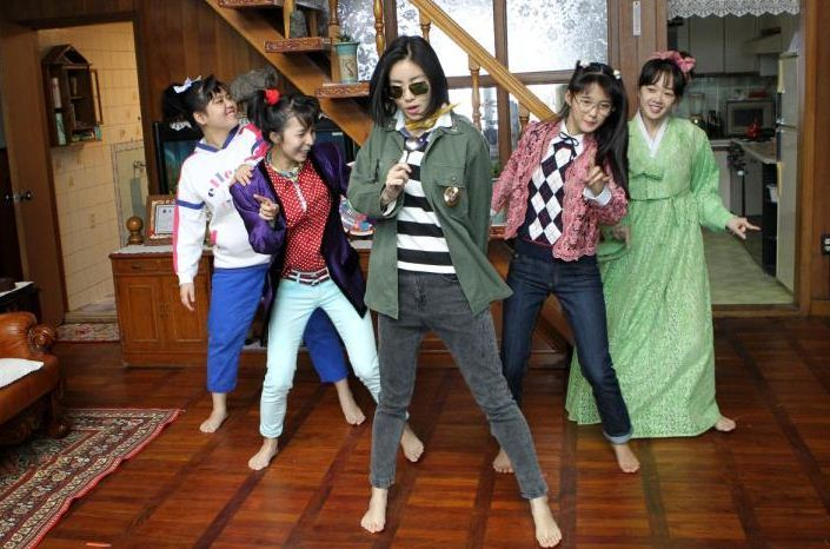 Những điểm mới đáng chú ý ở Tháng năm rực rỡ so với bản gốc Sunny của Hàn Quốc