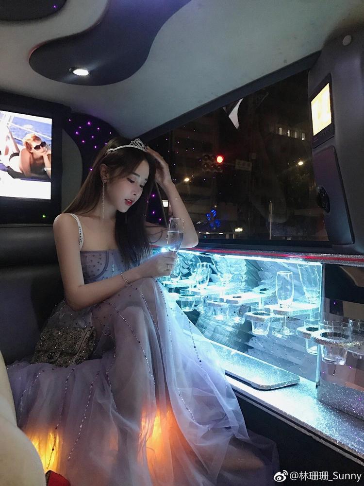 Nhan sắc trẻ đến kinh ngạc và hôn nhân màu hồng với đại gia của hot girl nổi tiếng nhất nhì Trung Quốc