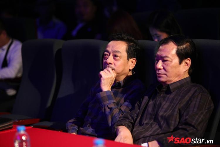 NSND Hoàng Dũng và đạo diễn Khải Hưng cũng tham gia sự kiện để chúc mừng Hoàng Thuỳ Linh.