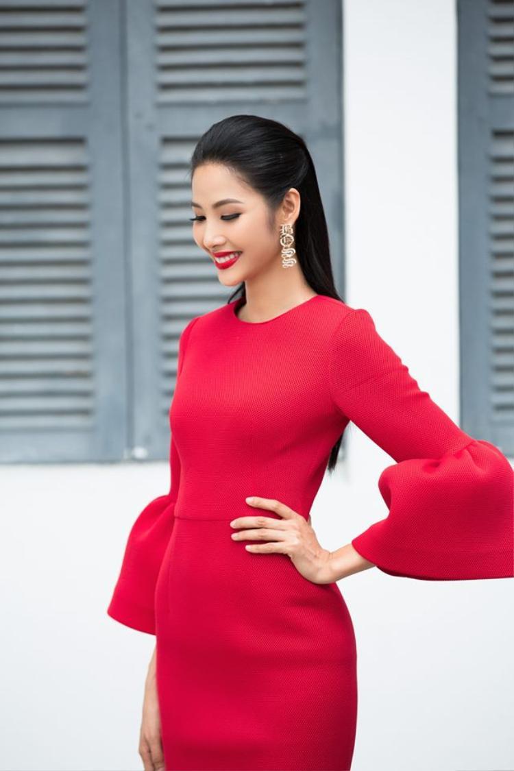 Hoàng Thùy khoe giọng hát với hit Bằng Kiều, hóm hỉnh nhận mình là Miss Karaoke